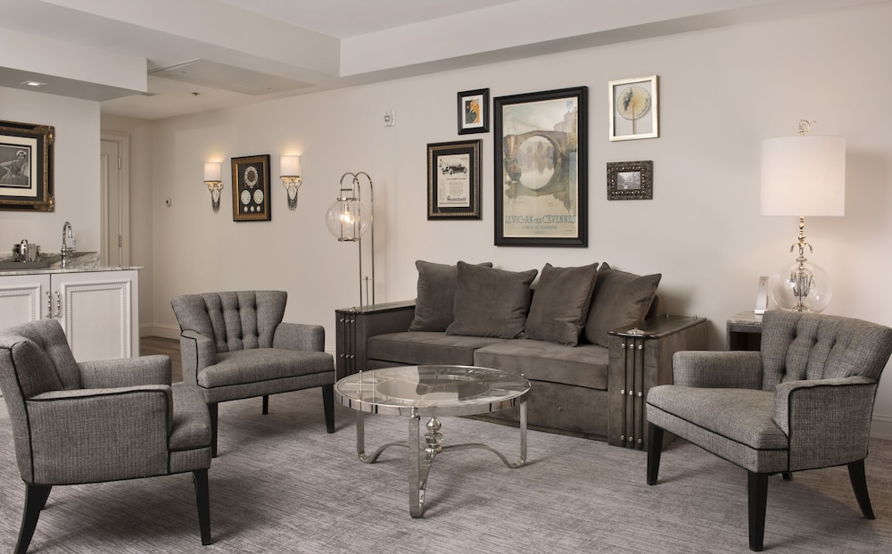 Living Area, The Ivey's Hotel