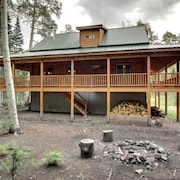 Whispering Pines Lodge Beautiful cabin and surrounded by trees by RedAwning