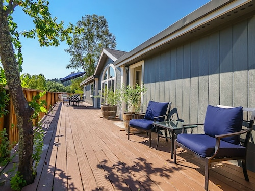 Vineyard House in Calistoga with Private Pool by RedAwning