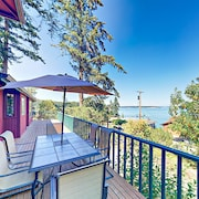 Puget Sound Views W/ Private Beach 4 Bedroom Home