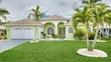 3bed 3bath Large Open Plan Villa with South Facing Pool by RedAwning - Cape Coral Hotels