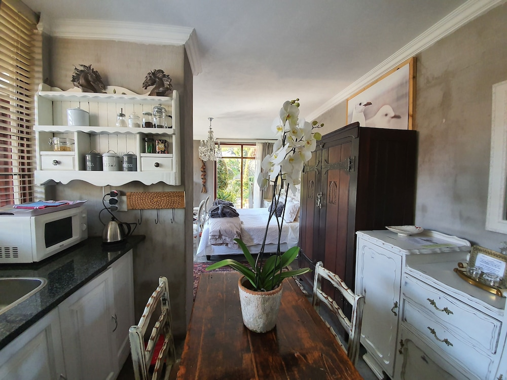 Private Kitchenette, Waterhouse Guest Lodges 202 Lawley Street