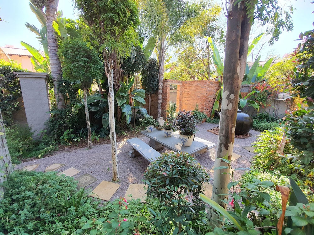 Garden, Waterhouse Guest Lodges 202 Lawley Street