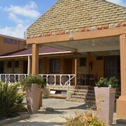J and E Cyaara Guest House