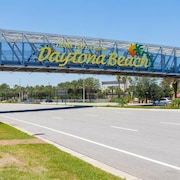 Heron's Nest 3 Bedrooms 1 block from Beach Pet Friendly Sleeps 6 by RedAwning