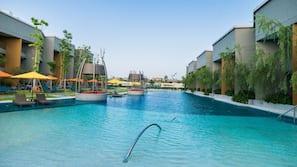 3 個室外泳池;泳池傘