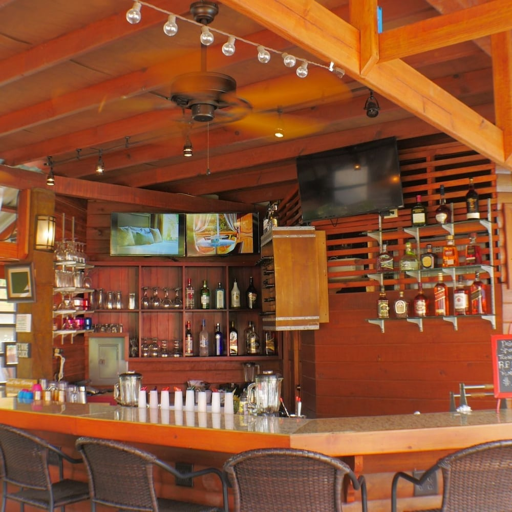 Bar, Rock Point Villas Vacations Rentals Sandy Bay, Roatan, Honduras.c.a