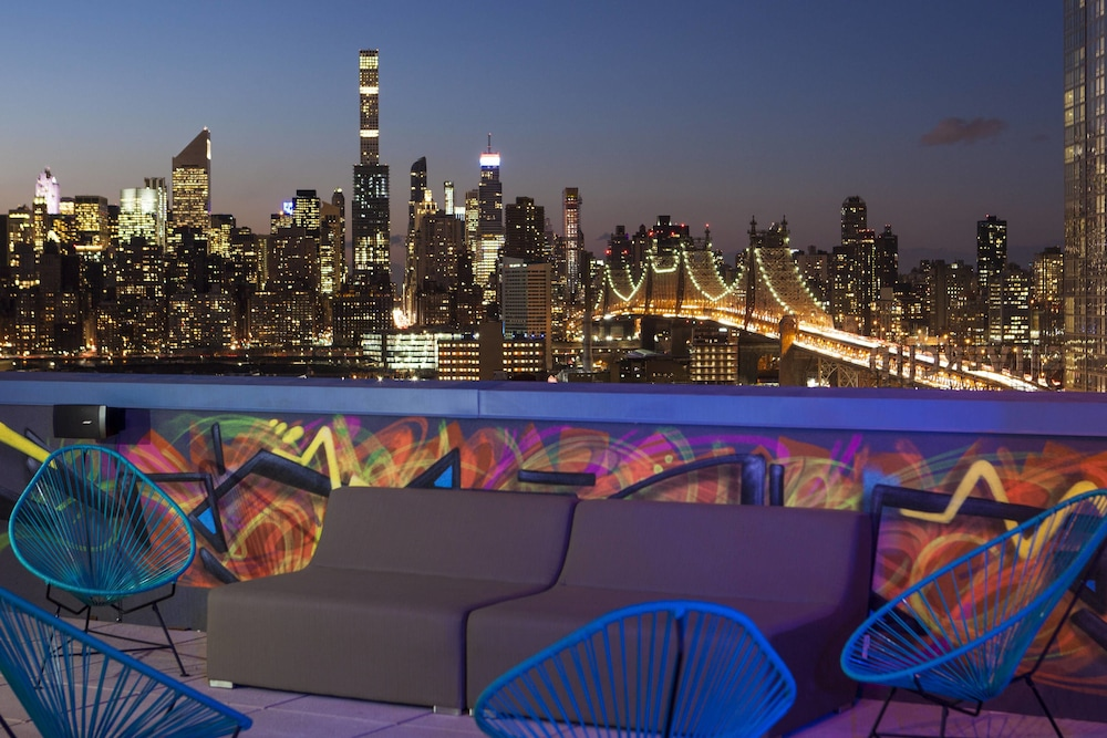 Rooftop terrace, Aloft Long Island City - Manhattan View