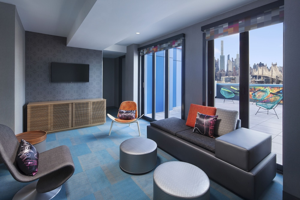 Room, Aloft Long Island City - Manhattan View
