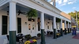 Washington Inn and Tavern - Princess Anne Hotels