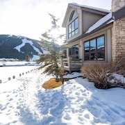 Luxury Copper Mountain Ski Golf House by RedAwning