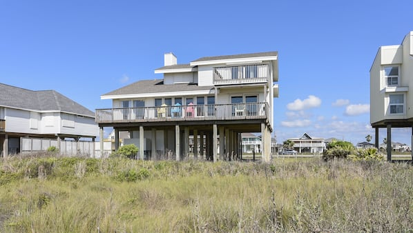Hank's Beachfront by RedAwning in Galveston, TX | Expedia