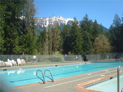 Pool, 13sl - Hot Tub - Pets Ok - Wifi - Sleeps 8 2 Bedroom Home