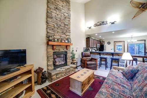 Living Room, 89gs - Hot Tub - Pets Ok - Wifi - Sleeps 4 1 Bedroom Home