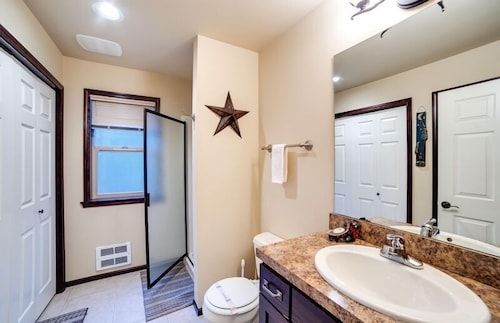 Bathroom, 89gs - Hot Tub - Pets Ok - Wifi - Sleeps 4 1 Bedroom Home