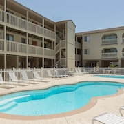 Getaway at a Gulf Shores Condo by RedAwning