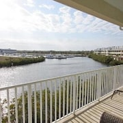 Luxury Waterfront 3 bedroom Town House
