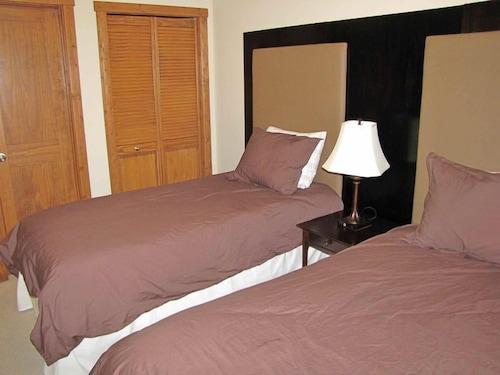 Willow Vistas 48 Bedroom Luxury Condo With Hot Tub Cranbrook Adorable Hot Bedroom