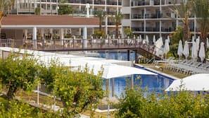 Indendørs pool, 11 udendørs pools, parasoller