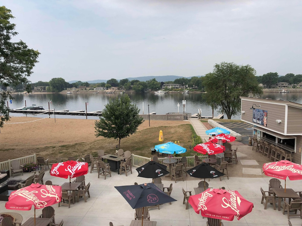 Outdoor Dining, AmericInn by Wyndham La Crosse Riverfront-Conference Center