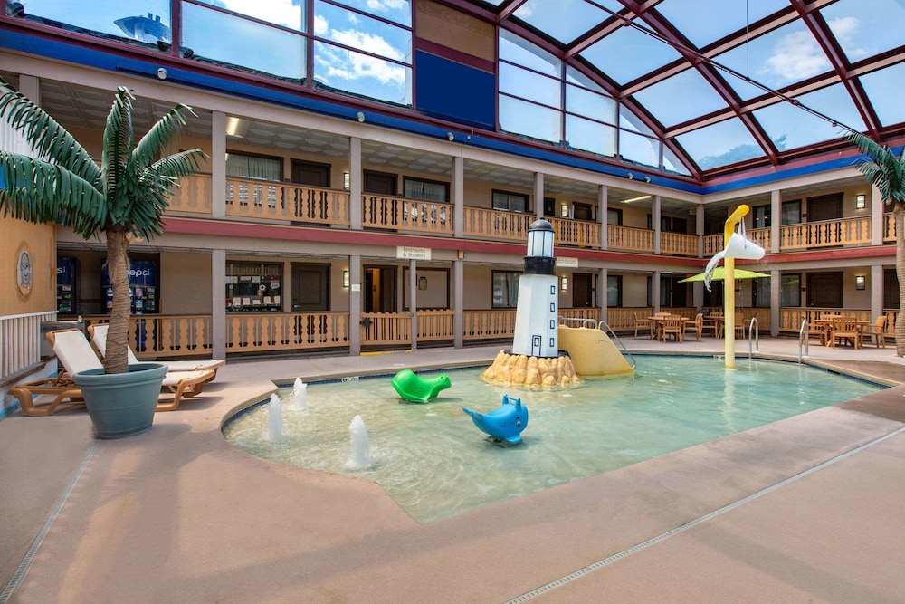 Pool, AmericInn by Wyndham La Crosse Riverfront-Conference Center