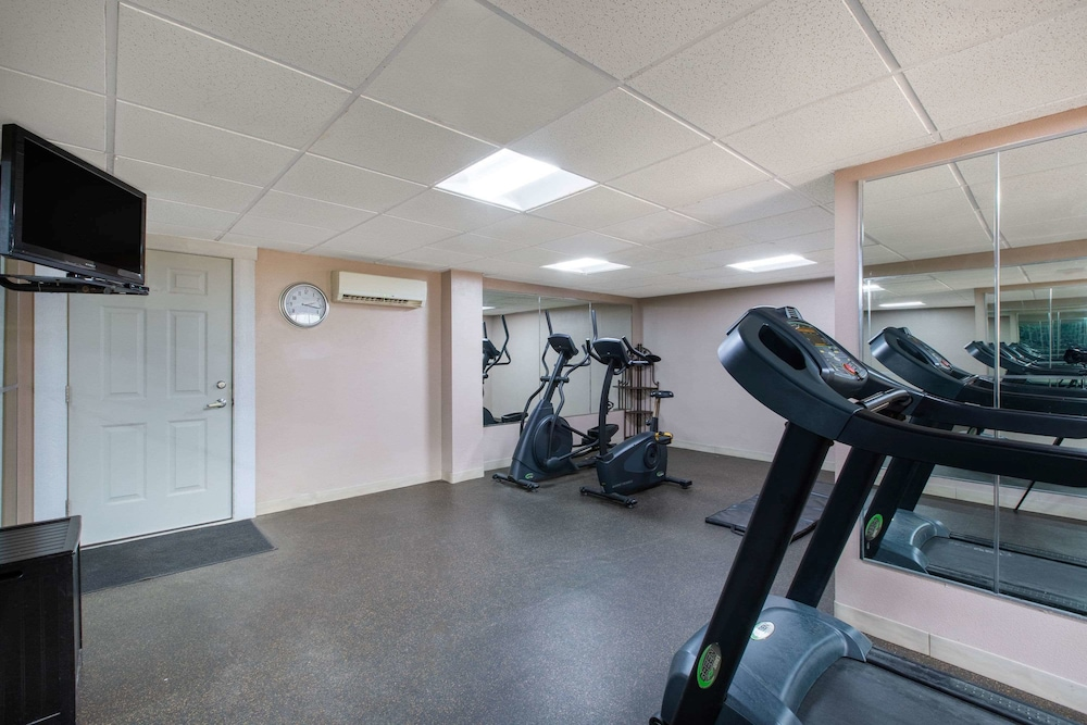 Fitness Facility, AmericInn by Wyndham La Crosse Riverfront-Conference Center