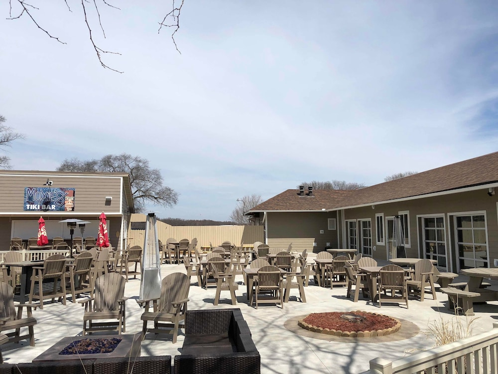 BBQ/Picnic Area, AmericInn by Wyndham La Crosse Riverfront-Conference Center