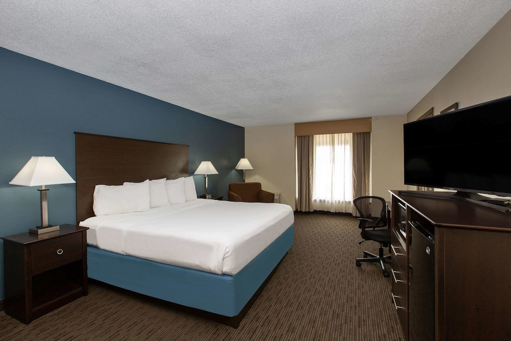 Room, AmericInn by Wyndham La Crosse Riverfront-Conference Center