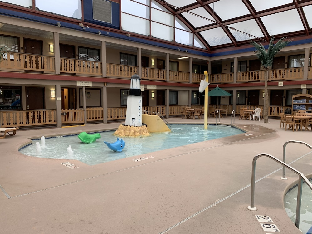 Children's Pool, AmericInn by Wyndham La Crosse Riverfront-Conference Center