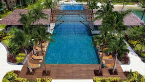 4 outdoor pools, open 9:00 AM to 6:00 PM, free pool cabanas