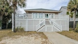 Ocean Boulevard 511 by RedAwning - Isle of Palms Hotels