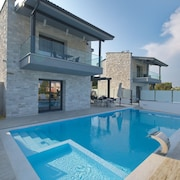 White Pearl Luxury Villas