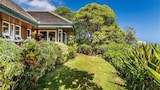 Niulani Beachfront Home Bungalow and Cottage Sleeps 10 by RedAwning - Kapaa Hotels