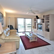 Madeira Beach Condo with Gulf Views by RedAwning