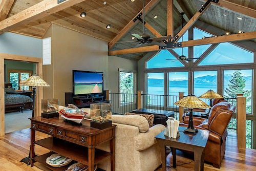 Unforgettable Lake Tahoe Cabin by RedAwning