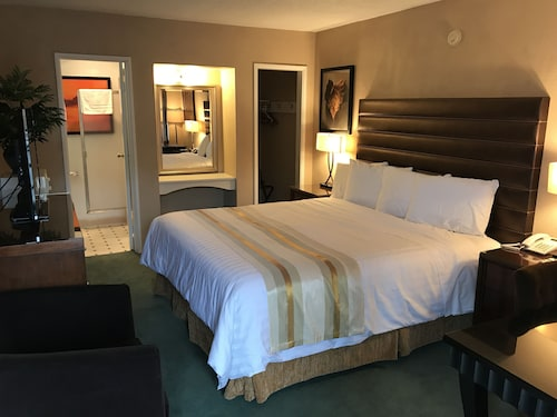 Check Expedia for Availability of Discovery Inn