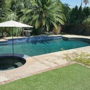 El Paseo Pool Home by RedAwning