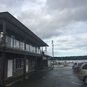 Sportsman's Inn on the Harbour Front
