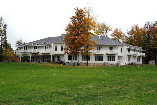 Great Place to stay Red Maple Inn near Burton
