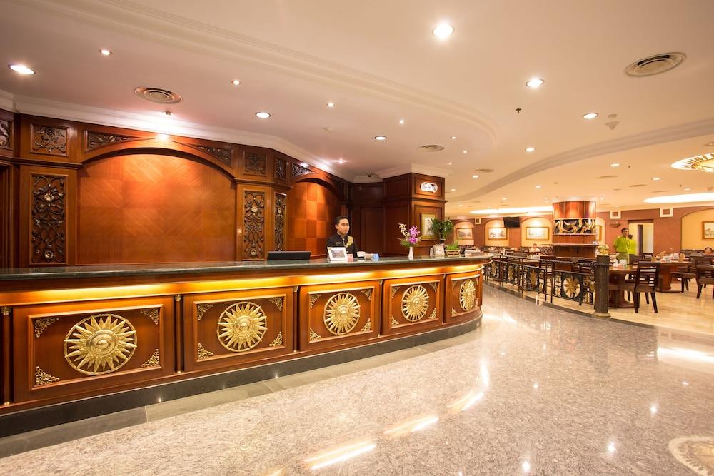 Book classic hotel jakarta idn jakarta hotel deals for Classic hotel design
