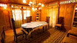 Kharpalace group of houseboats - Srinagar Hotels