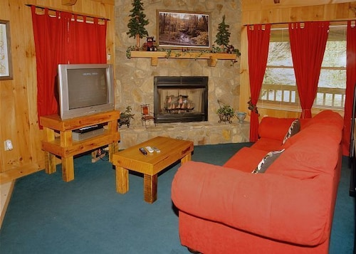Book creekside tranquility 365 by redawning pigeon forge for Creekside cabins in pigeon forge tn