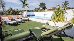 3 piscinas al aire libre (de 6:00 a 22:00), sombrillas, tumbonas