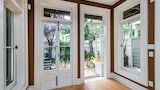 Elegant Sunlit 2BR Castro Victorian by RedAwning - San Francisco Hotels