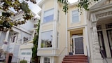 4BR 3BA Stylish Pacific Heights House by RedAwning - San Francisco Hotels