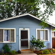 2BR Centrally located House Santa Barbara by RedAwning