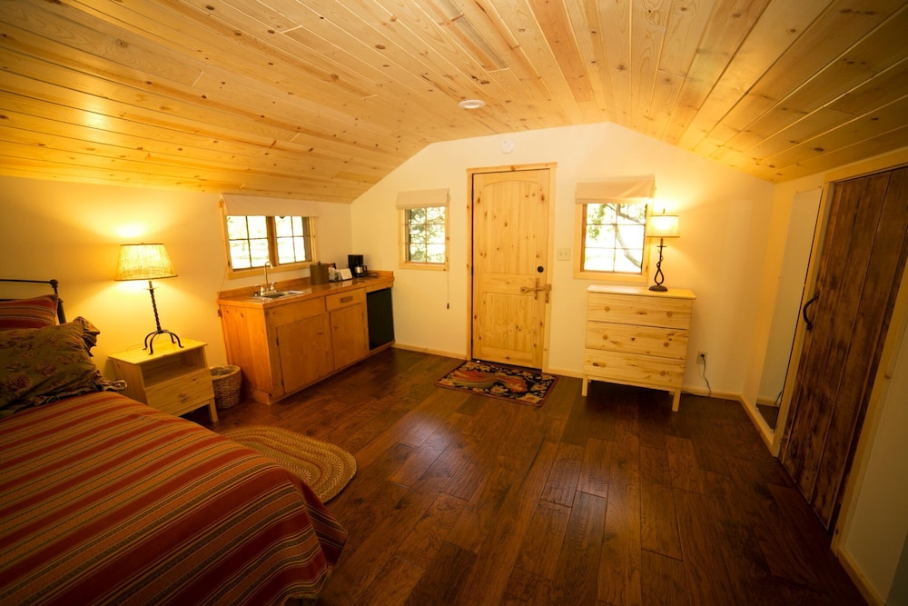 Room, Orchard Canyon on Oak Creek