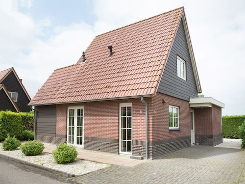 Cozy Cottage With Stunning Views in Oude Tonge