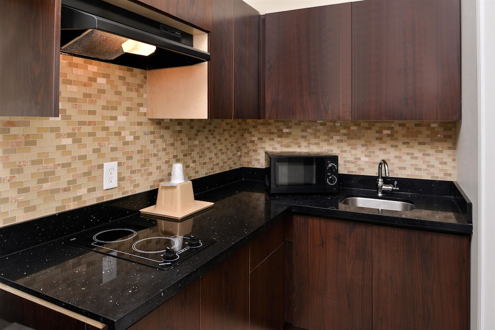 Private Kitchen, Americas Best Value Inn & Suites Spring Houston N
