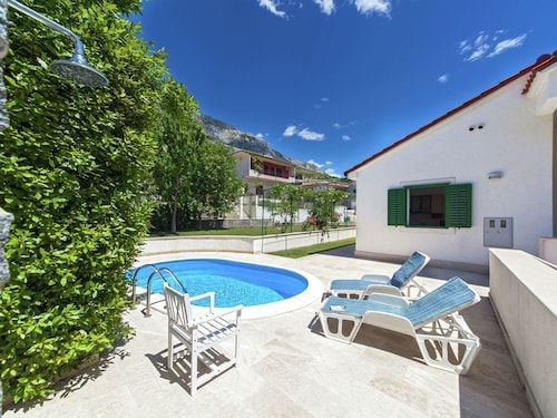 Pleasant Villa With Private Swimming Pool in Dugi Rat and Just 620 m From the Beach